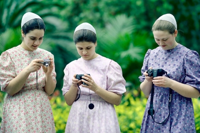 Chieko Tanemura: Amish Girls with Digital Cameras