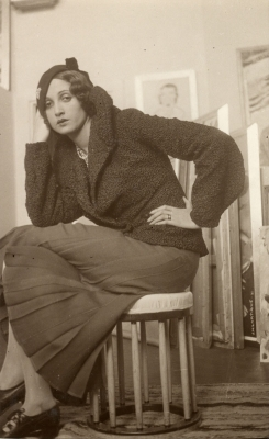 Jacques-Henri Lartigue: Renée Perle, seated