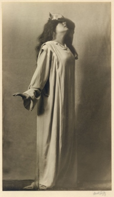Arnold Genthe: Julia Marlowe as Lady Macbeth