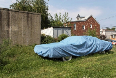 Edward Coppola: Blue-Covered Car, Staten Island